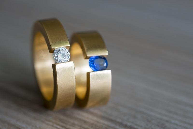 Czy wybrać pierścionek zaręczynowy z rubinem?