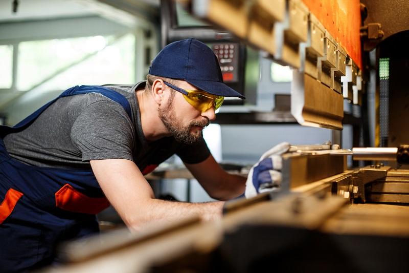 Produkcja dla przemysłu automotive – co musisz wiedzieć na temat funkcjonowania tej branży?