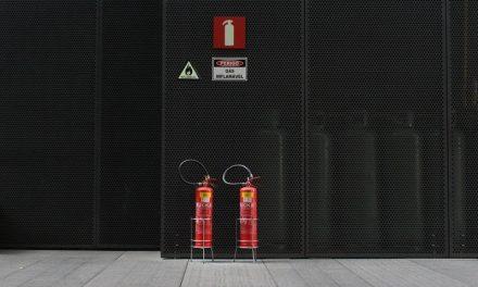 Bezpieczeństwo przeciwpożarowe w firmie, czyli jak zabezpieczyć się na wypadek zagrożenia pożarem